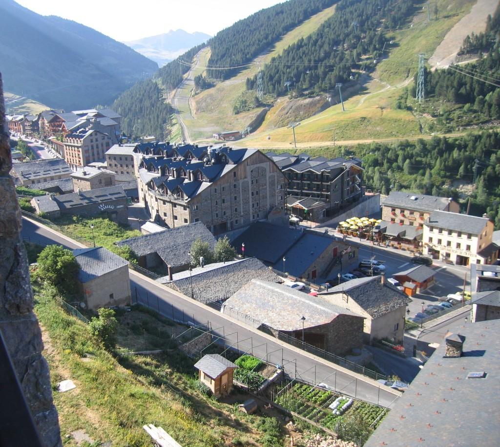 Aunque el verano ya toca a su fin, aún nos quedan días buenos para disfrutar del sol en Soldeu y en Andorra. Desde tu apartamento puedes disfrutar de una zona bella