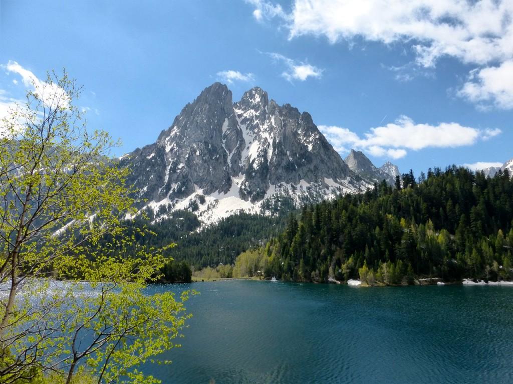 Disfrutamos de lugares tan mágicos y bonitos como el Parque Nacional de Aigüestortes o el propio Valle de Arán y te comentamos algunas actividades