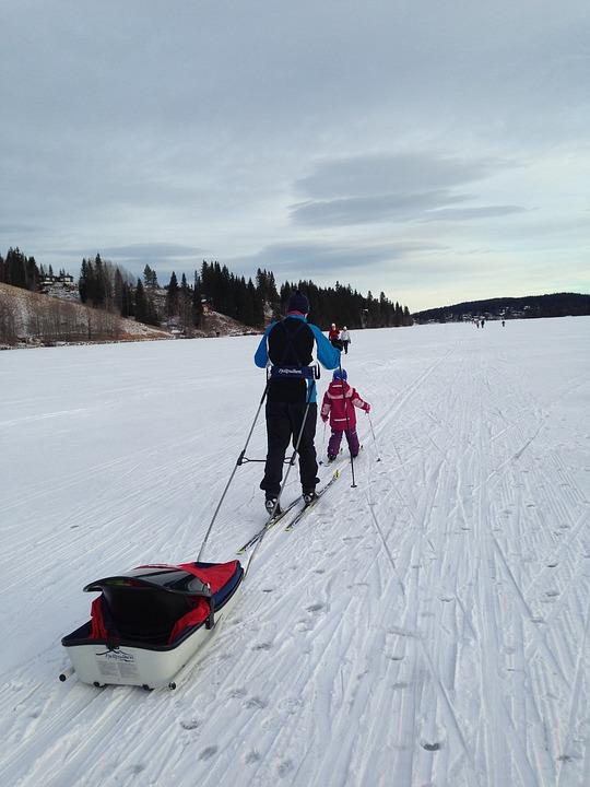 6 consejos para esquiar con niños el primer día